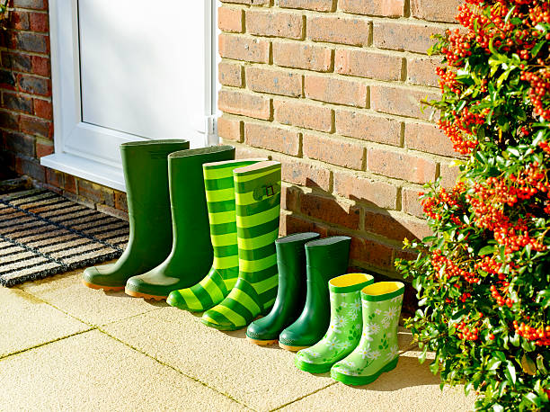 Family's green Wellington boots by back door.:スマホ壁紙(壁紙.com)