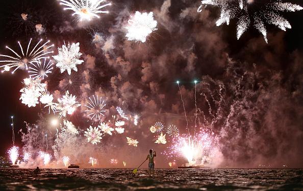 Firework Display「Rio De Janeiro Celebrates The New Year」:写真・画像(12)[壁紙.com]