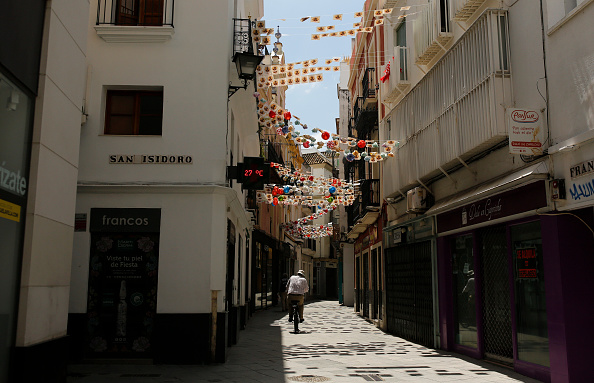 Blank「Spain Allows Some Businesses To Reopen As It Eases Coronavirus Lockdown」:写真・画像(2)[壁紙.com]