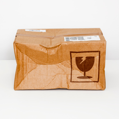 Protection「Damaged parcel」:スマホ壁紙(2)