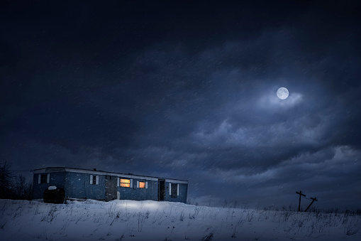 Full Moon「Moon over trailer house in snowy yard」:スマホ壁紙(5)