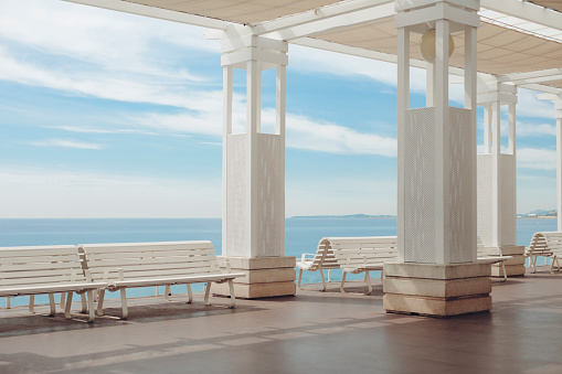 Mediterranean Sea「White seats on the Promenade des Anglais」:スマホ壁紙(7)