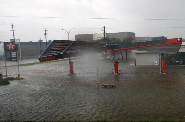 Hurricane Ike「Hurricane Ike Makes Landfall On Texas Coast」:写真・画像(16)[壁紙.com]
