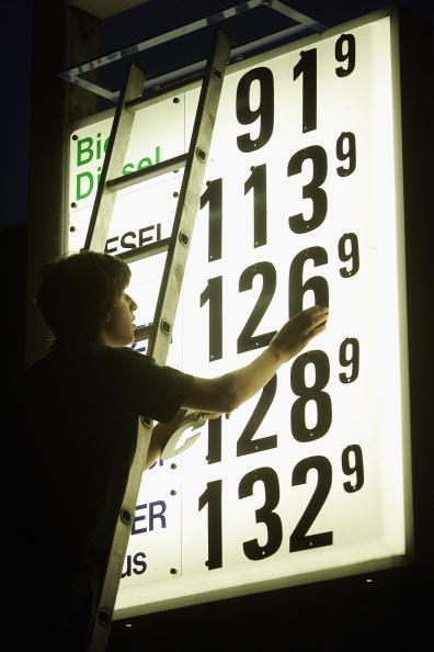 Back Lit「Climbing Gasoline Prices Propel Inflation」:写真・画像(19)[壁紙.com]