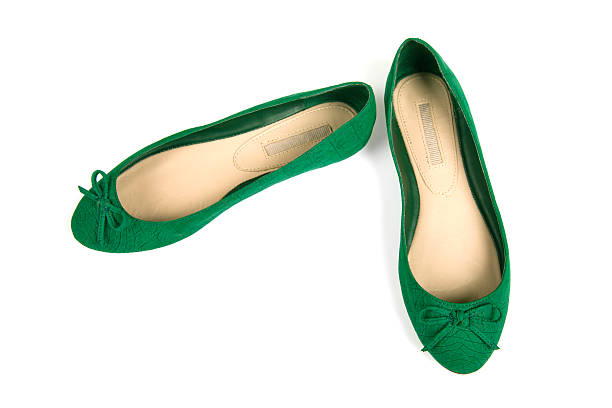 Isolated pair of green flat shoes with bow:スマホ壁紙(壁紙.com)