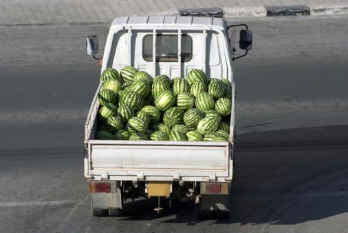 スイカ「Fresh watermelons in pick-up truck」:スマホ壁紙(19)