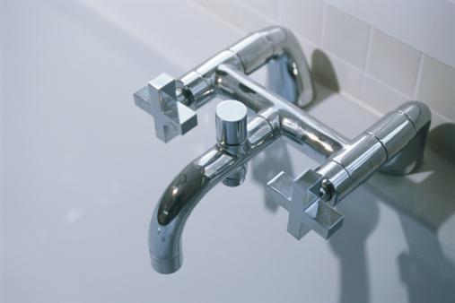 スイセン「Faucet, elevated view」:スマホ壁紙(6)
