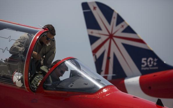 Republic Of Cyprus「The Red Arrows RAF Display Team Conduct Training Exercises Ahead Of Their Season」:写真・画像(6)[壁紙.com]