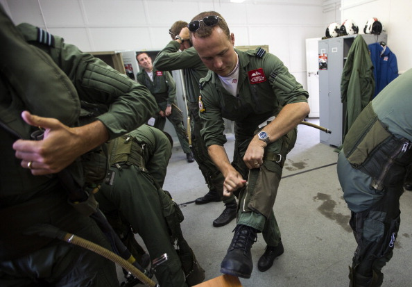 Republic Of Cyprus「The Red Arrows RAF Display Team Conduct Training Exercises Ahead Of Their Season」:写真・画像(18)[壁紙.com]