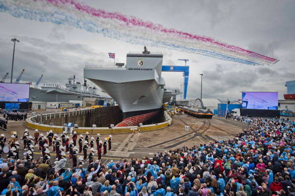 Warship「Queen Elizabeth II officially names the Royal Navy's new aircraft carrier HMS Queen Elizabeth」:写真・画像(6)[壁紙.com]