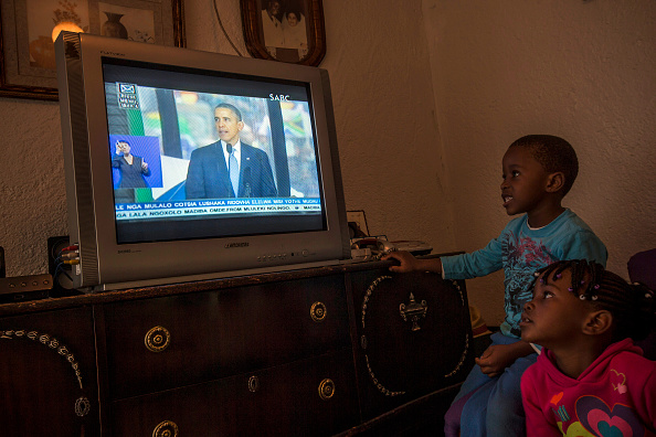 Watching TV「The Official Memorial Service For Nelson Mandela Is Held In Johannesburg」:写真・画像(19)[壁紙.com]