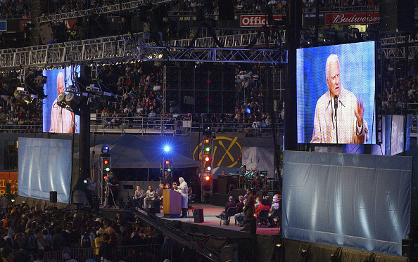 Preacher「Billy Graham Makes Last Crusade to San Diego」:写真・画像(3)[壁紙.com]