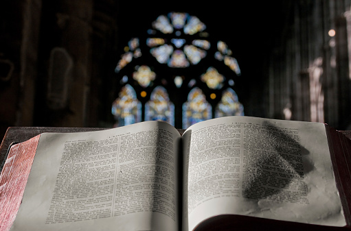 Praying「Blessing in the Church (Horizontal)」:スマホ壁紙(5)