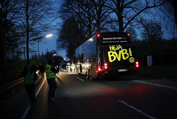 Bus「Borussia Dortmund Bus Explosion Injures One」:写真・画像(15)[壁紙.com]