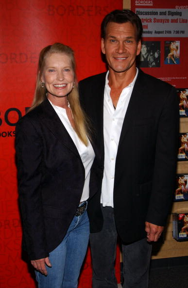 Borders Books「Patrick Swayze Appears At Borders Bookstore」:写真・画像(7)[壁紙.com]