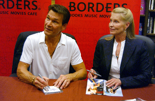 Borders Books「Patrick Swayze Appears At Borders Bookstore」:写真・画像(8)[壁紙.com]