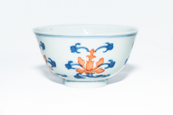 Crockery「Blue And White Cup With Red Enamel 1908」:写真・画像(16)[壁紙.com]