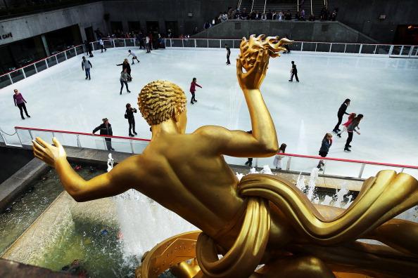 Ice Rink「NYC's Rockefeller Center Ice Rink Opens For The Winter Season」:写真・画像(6)[壁紙.com]