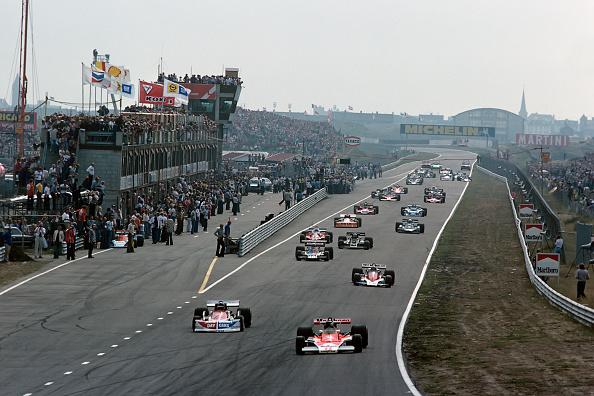 Grand Prix Motor Racing「Ronnie Peterson, James Hunt, John Watson, Tom Pryce, Grand Prix Of Netherlands」:写真・画像(2)[壁紙.com]