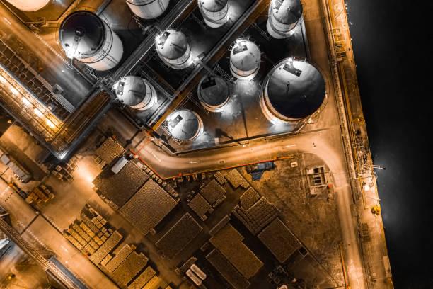 Oil Storage tank in the port in Tsing Yi, Hong Kong:スマホ壁紙(壁紙.com)