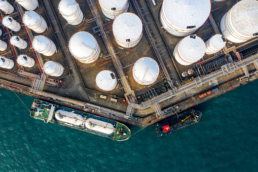 Oil Industry「Oil Storage tank in the port in Tsing Yi, Hong Kong」:スマホ壁紙(8)