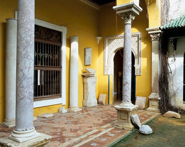 Casa De Pilatos「Old building with doorway and pillars」:写真・画像(5)[壁紙.com]