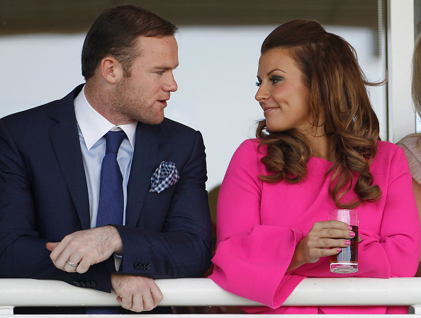 Wife「Racegoers On Liverpool Day At The Grand National Meet At Aintree」:写真・画像(14)[壁紙.com]
