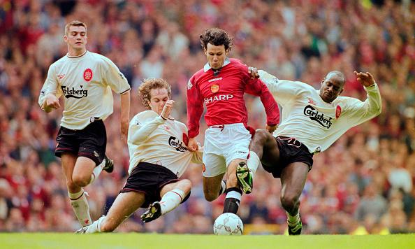 Manchester - England「Ryan Giggs Manchester United v Liverpool  Premier League 1996」:写真・画像(3)[壁紙.com]