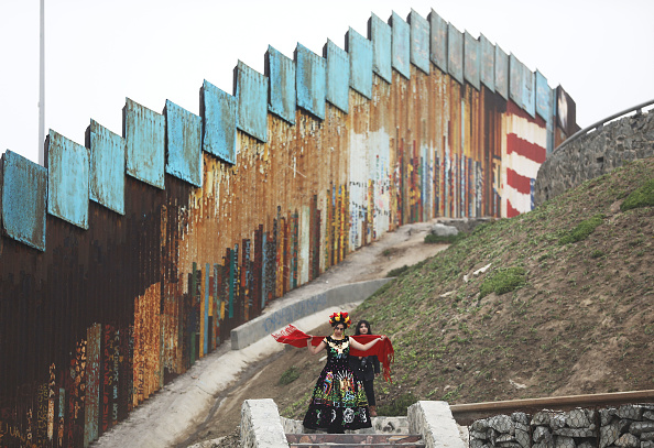 International Border Barrier「Shelters In Border Town Of Tijuana Aids Deportees From The U.S..」:写真・画像(3)[壁紙.com]