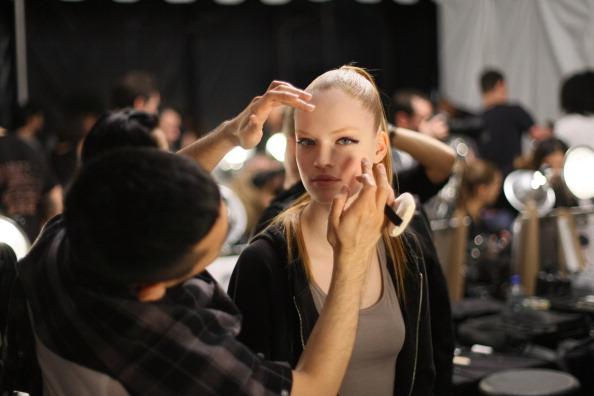 Atmosphere「Marc Jacobs - Backstage - Fall 2011 Mercedes-Benz Fashion Week」:写真・画像(14)[壁紙.com]