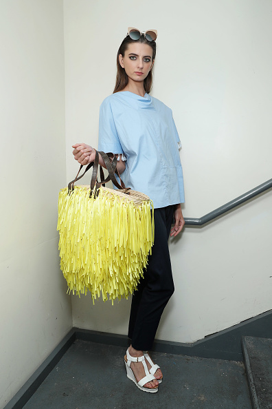 Oversized Purse「Tahor Group - Backstage - September 2016 - New York Fashion Week」:写真・画像(15)[壁紙.com]