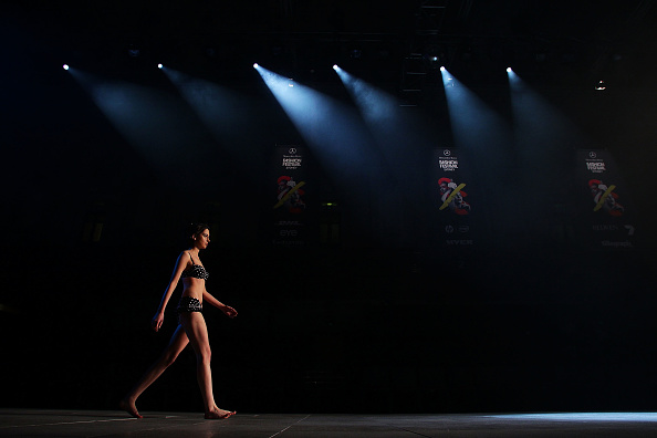 Breast「MBFFS 2011: Runway for Research - Fashion Targets Breast Cancer - Backstage」:写真・画像(7)[壁紙.com]