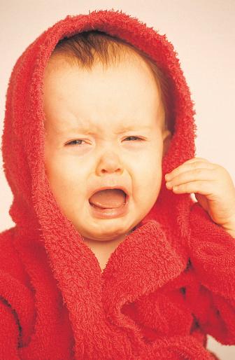 Caucasian Ethnicity「Baby in red towel」:スマホ壁紙(9)