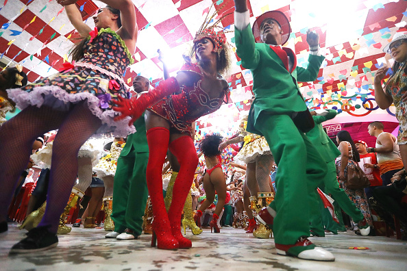Rio「Rio Carnival Samba School Parades Threatened by Budget Cuts」:写真・画像(12)[壁紙.com]