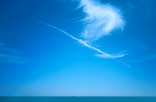 Nautical Vessel「White sail of boat far on the horizon」:スマホ壁紙(8)