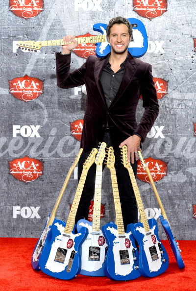 Purple Blazer「2012 American Country Awards - Press Room」:写真・画像(2)[壁紙.com]