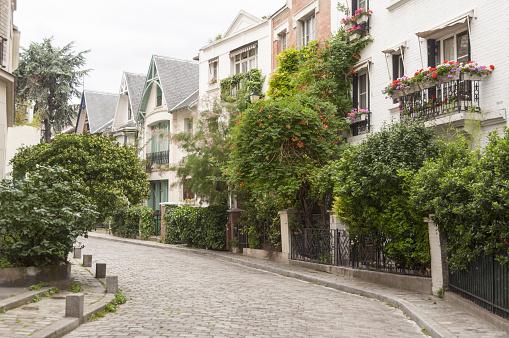Montmartre「Paris, Montmarte, street scene with houses」:スマホ壁紙(16)