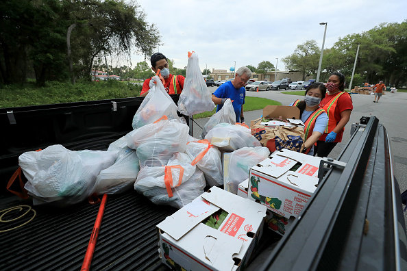 Sam Greenwood「Beaches Emergency Assistance Ministry Mobile Food Pantry Delivers Food Around Atlantic Beach」:写真・画像(4)[壁紙.com]