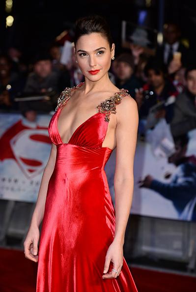 Gal Gadot「'Batman V Superman: Dawn Of Justice'- European Premiere - Red Carpet」:写真・画像(18)[壁紙.com]