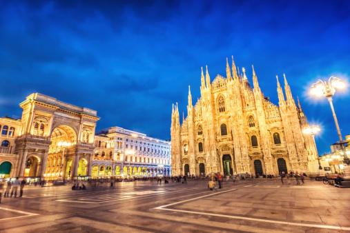 Town Square「Duomo di Milano and Galleria Vittorio Emanuele at Night, Italy」:スマホ壁紙(12)