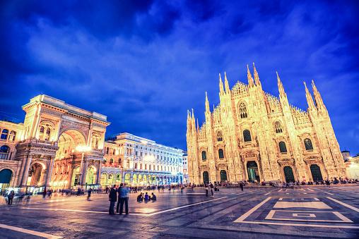 Milan「Duomo di Milano and Galleria Vittorio Emanuele at Night, Italy」:スマホ壁紙(9)