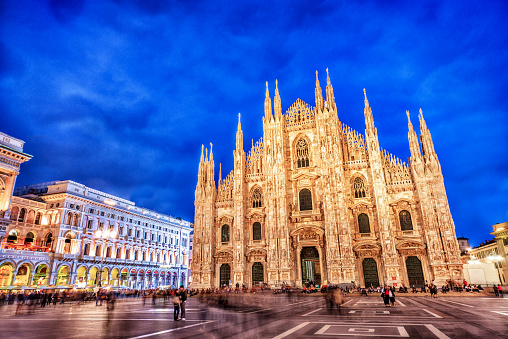 Gothic Style「Duomo di Milano and Galleria Vittorio Emanuele at Night, Italy」:スマホ壁紙(3)