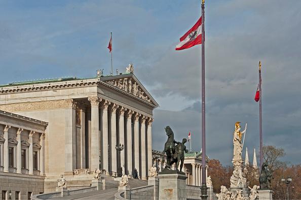 Austria「The Vienna Parliament」:写真・画像(1)[壁紙.com]