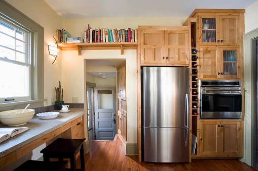 Domestic Kitchen「Back Door in Kitchen With Built-In Wood Cabinets」:スマホ壁紙(4)