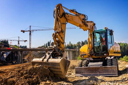 Earth Mover「The excavatorr prepares the ground for the construction of highway S7, Skomielna Biala, Poland」:スマホ壁紙(14)