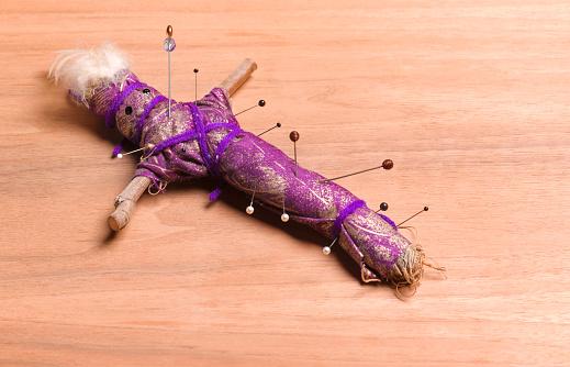 Threats「Voodoo doll with pins」:スマホ壁紙(15)