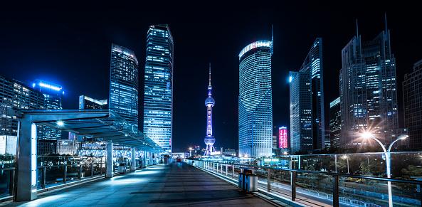 Footbridge「Shanghai pedestrian bridge in front of the skyscrapers at night」:スマホ壁紙(17)