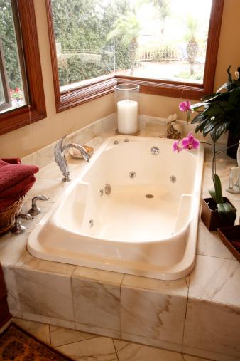 Health Spa「Hot Tub in Bathroom」:スマホ壁紙(12)