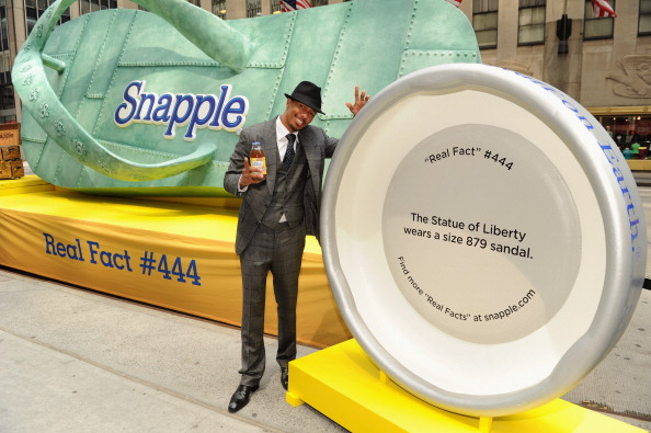 Checked Suit「Snapple Brings Real Fact To Real Life For Lady Liberty With Help From Nick Cannon」:写真・画像(18)[壁紙.com]