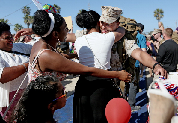 Camp Pendleton「13th Marines Expeditionary Unit Returns Home from 8 Month Deployment」:写真・画像(11)[壁紙.com]